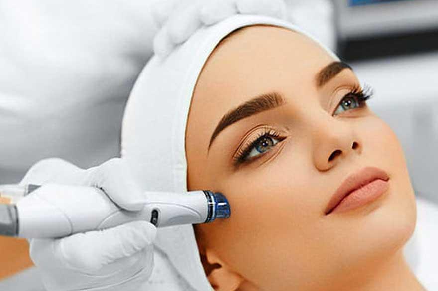 میکرونیدلینگ در مطب زیبایی دکتر رادا خانیان